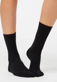 OYSHO - 5 PAIRS OF COTTON SOCKS - Socks - black - 3