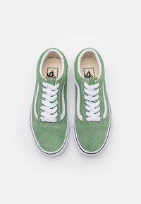 Vans - OLD SKOOL UNISEX - Trainers - shale green/true white - 3