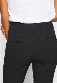 Selected Femme Tall - SLFILUE PINTUCK PANT  - Bukse - black - 5