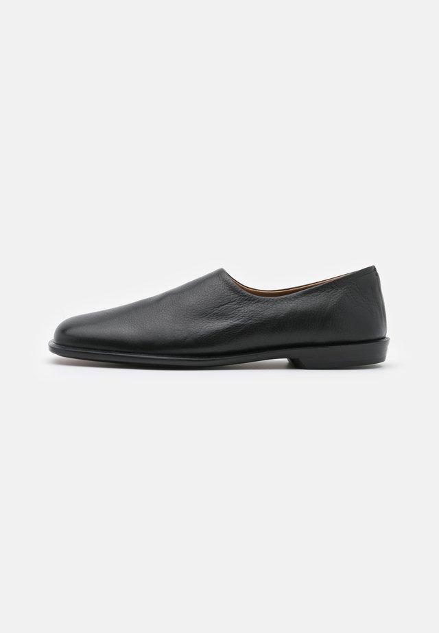 STREPHON - Mules - black
