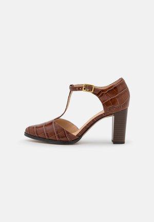 KAYLIN - Klassiske pumps - dark brown