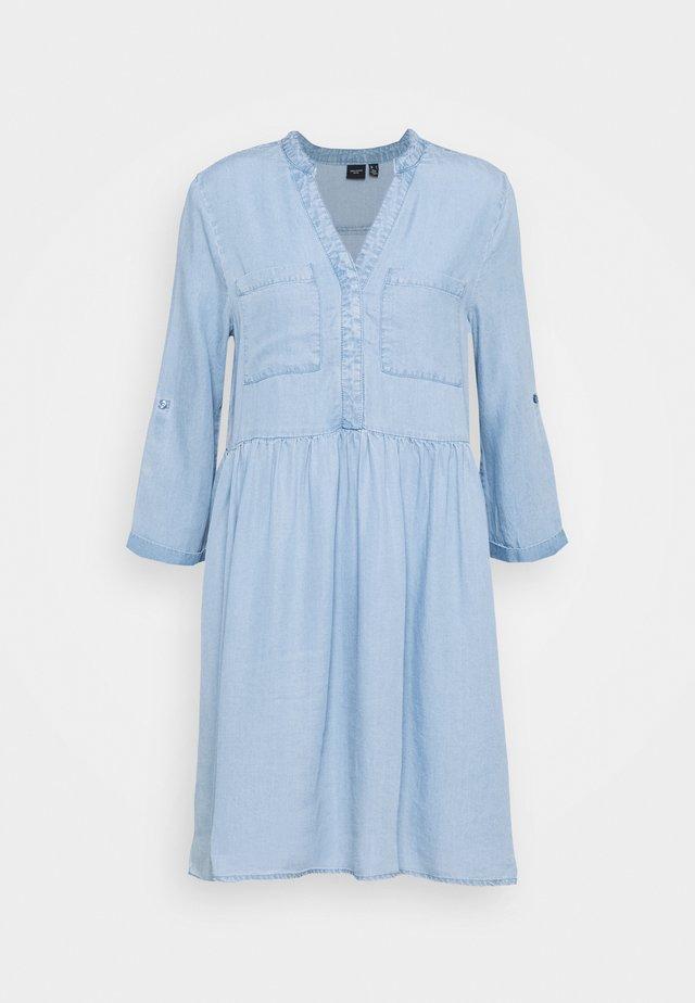 VMLIBBIE 3/4 LOOSE - Jeanskleid - light blue denim