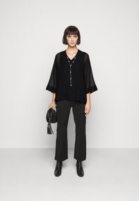 Steffen Schraut - DREW'S FASHION - Blouse - black - 1