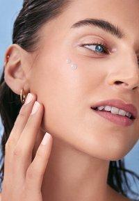 Nivea - HYDRA SKIN EFFECT 7 DAYS AMPOULS TREATMENT - Face oil - - - 4