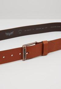 Levi's® - NEW DUNCAN - Pásek - medium brown - 4