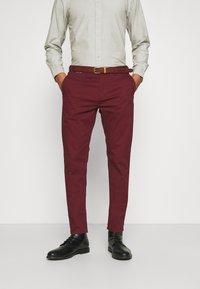 Scotch & Soda - NEW BELTED  - Chino kalhoty - bordeaux - 0