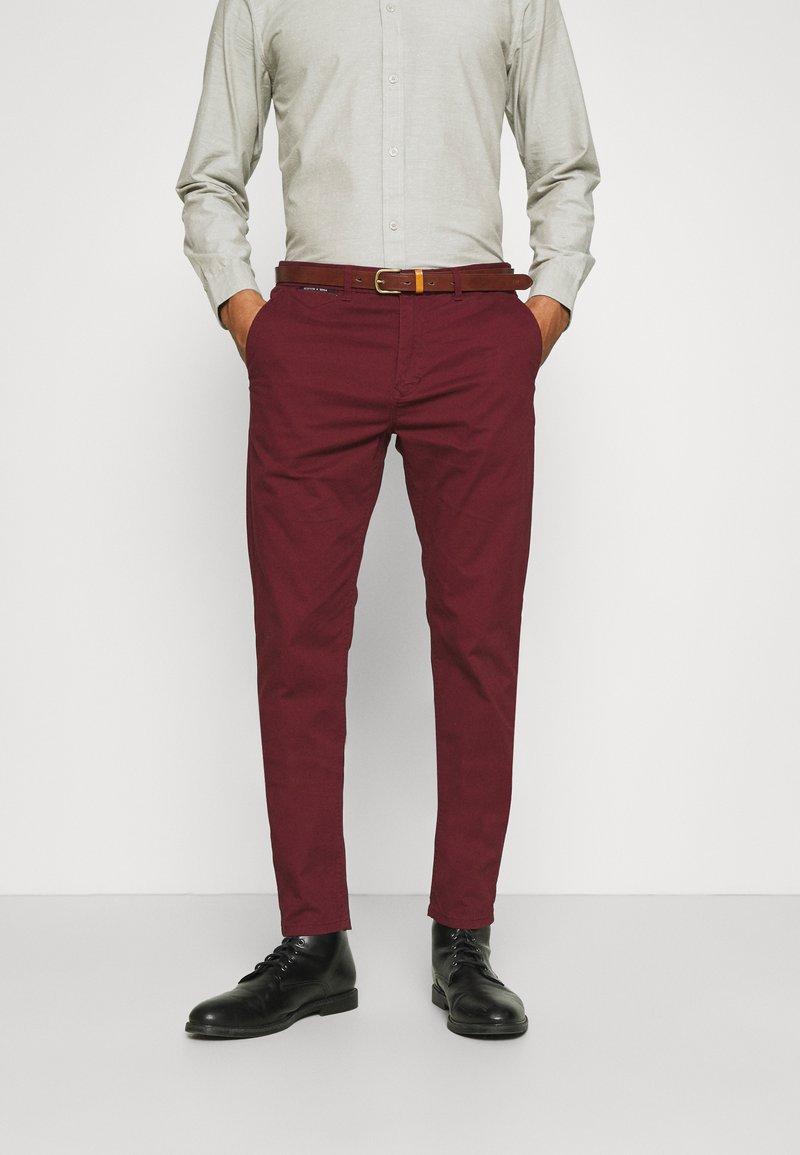 Scotch & Soda - NEW BELTED  - Chino kalhoty - bordeaux