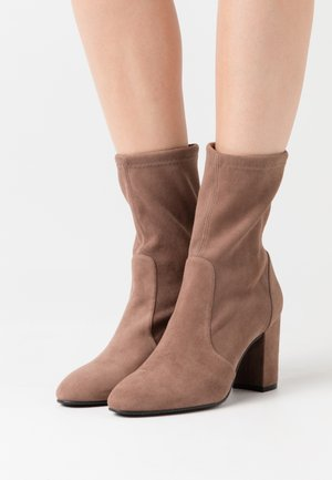 YULIANA  - Classic ankle boots - taupe