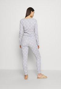 Anna Field - Spot onesie - Pyjamas - light grey/white - 2