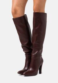 Wallis - PINNIE - Boots med høye hæler - mulberry - 0