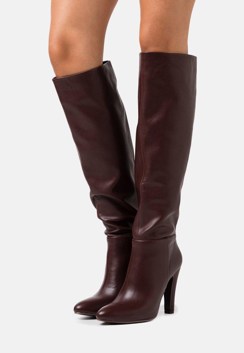 Wallis - PINNIE - Boots med høye hæler - mulberry