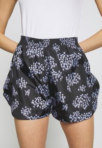 Lovechild - TAMARA - Short - black