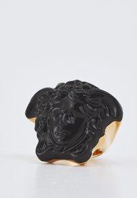 Versace - MEDUSA VERNICIATO - Ring - black/gold-coloured - 2