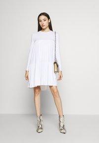 Missguided Petite - TIERED SMOCK DRESS - Sukienka letnia - white - 2