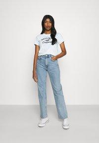 Hollister Co. - TECH CORE UPDATES - Print T-shirt - blue - 1