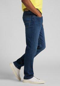 Lee - BROOKLYN - Jeans straight leg - mid worn in ray - 3