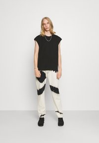 Weekday - SLY TANKTOP - Basic T-shirt - black - 1