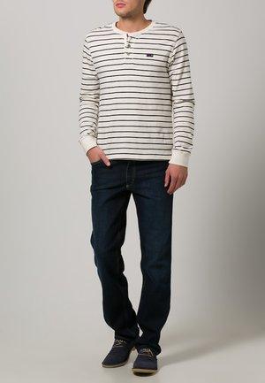 TRAMPER - Slim fit jeans - blue