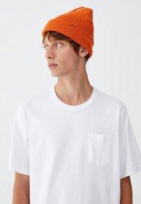 PULL&BEAR - MIT BRUSTTASCHE - T-shirt - bas - white - 2