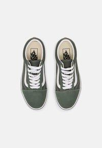 Vans - OLD SKOOL - Sneakers - thyme/true white - 5