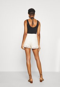 Vero Moda - VMOLEA - Shorts - birch - 2