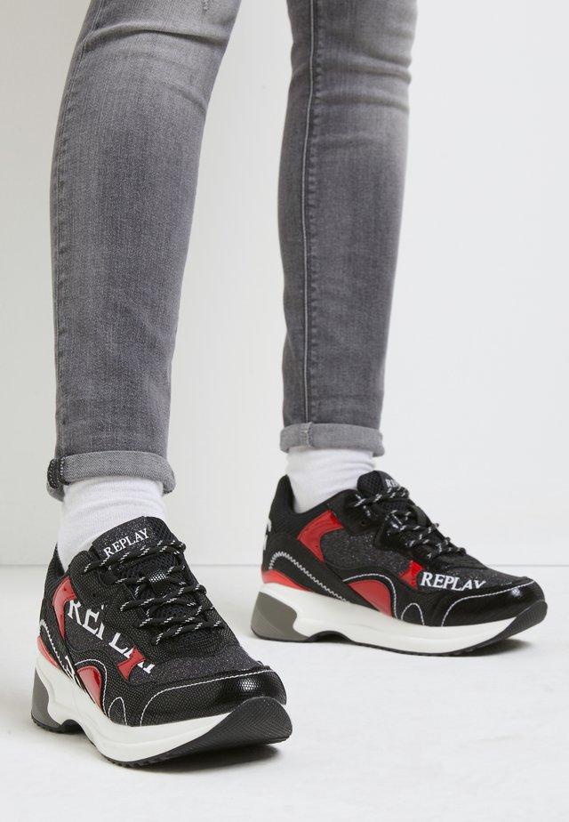 COMET NIKITA - Baskets basses - black/red