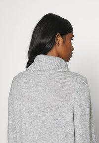 ONLY - ONLBRANDIE ROLL NECK DRESS - Jumper dress - light grey melange - 3