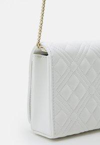 Love Moschino - Across body bag - bianco - 4