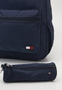 Tommy Hilfiger - NEW ALEX BACKPACK SET - Školní taška - blue - 5