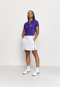 Nike Golf - W NK BRTH SS COURSE JAQUARD  - Print T-shirt - concord/light thistle - 1