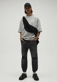 PULL&BEAR - Jeans Tapered Fit - black - 1