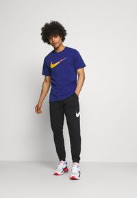 Nike Sportswear - TEE BRANDRIFF - T-shirt med print - deep royal blue - 1