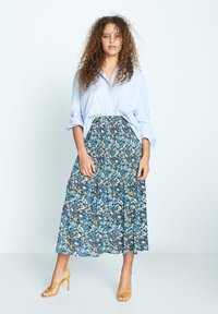 Violeta by Mango - MIT SCHLITZ - Pleated skirt - grün - 1