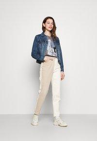 ONLY - ONLDISNE LIFE SPLIT - Camiseta estampada - steel gray - 1