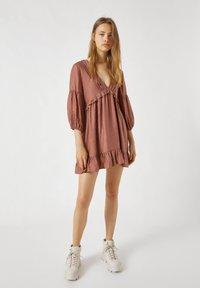 PULL&BEAR - MIT TUNNELBUND - Day dress - rose - 1