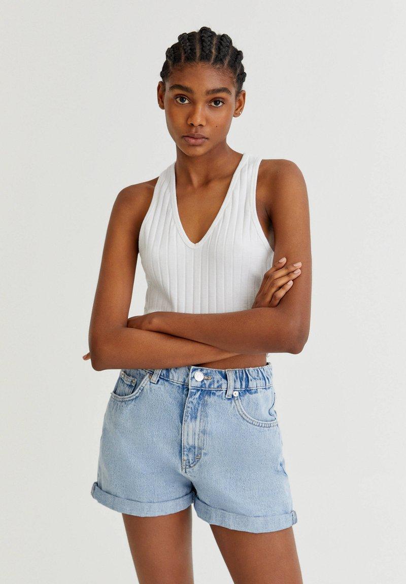 PULL&BEAR - Shorts di jeans - light blue