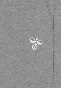 Hummel - FLICKER UNISEX - Sports shorts - grey melange - 2