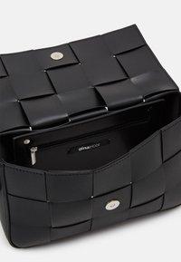 Gina Tricot - PEYTON BAG - Across body bag - black - 2