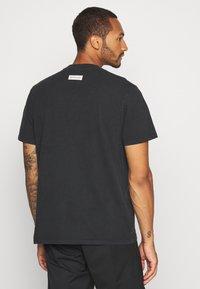 Mennace - BORN SCARED - T-shirt con stampa - black - 2
