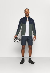 Gore Wear - C5 WINDSTOPPER® THERMO TRAIL JACKET - Giacca softshell - orbit blue/urban grey - 1