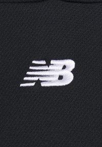 New Balance - RELENTLESS CINCHED HEM HOODIE - Sudadera - black - 2