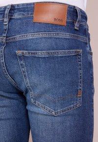 BOSS - DELAWARE  - Slim fit -farkut - medium blue - 3