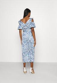 Never Fully Dressed - MARBLE PRINT COLD SHOULDER WRAP - Day dress - blue - 2
