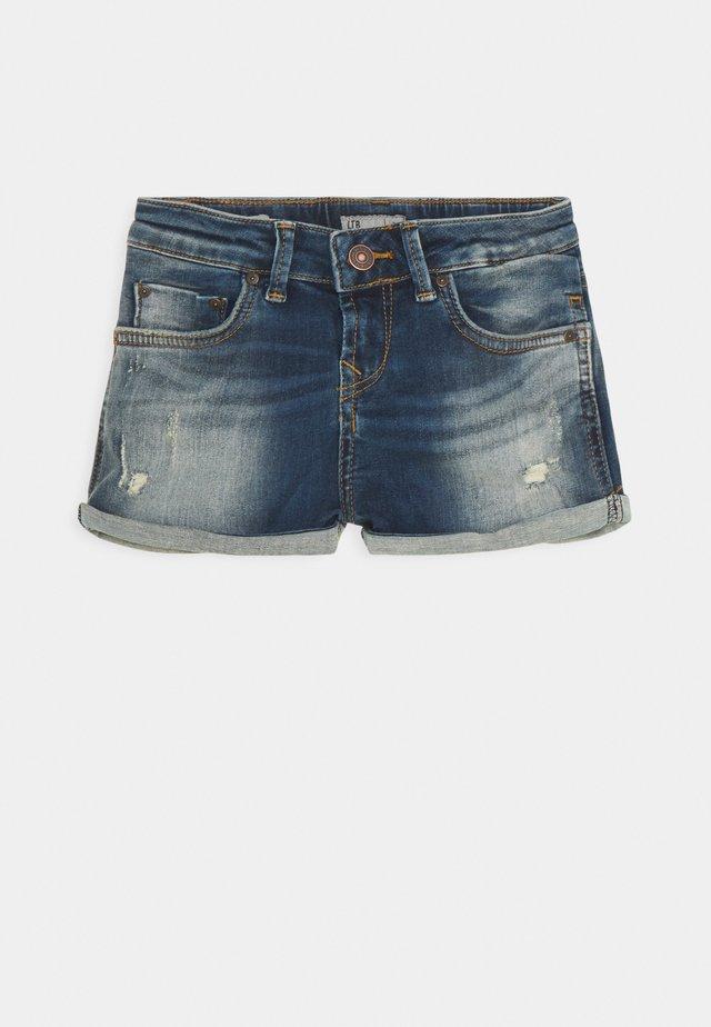 JUDIE - Denim shorts - linnea wash