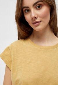 Minus - LETI - Basic T-shirt - prairie sand - 3