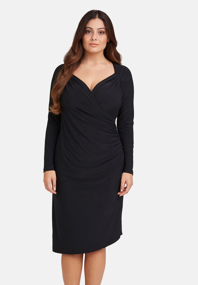 CON ARRICCIATURE - Jersey dress - nero
