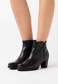 Gabor Comfort - Ankle boots - schwarz - 0