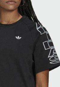 adidas Originals - LOOSE TREFOIL MOMENTS - Print T-shirt - black - 4