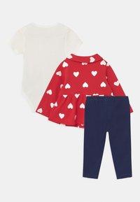 Carter's - SET - T-shirt basic - red - 1