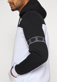 Brave Soul - FULHAM - Kapuzenpullover - jet black / optic white - 6